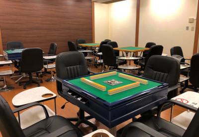 全自動麻雀卓2卓、手積み麻雀卓3卓ございます。