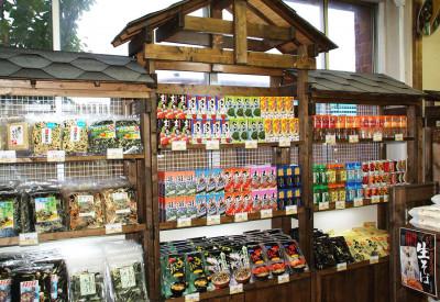 函館限定のお土産や、アイス、珍味類等も多数揃えております。