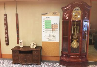 ロビー・大時計と案内板