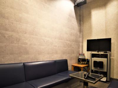 カラオケルーム個室