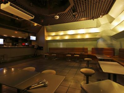 地下1階 無料カラオケ室