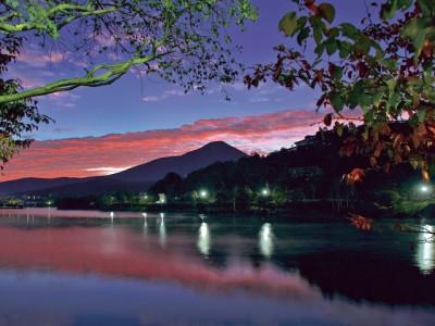 夕暮れ時の白樺湖