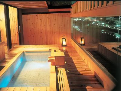 貸切展望風呂・桧風呂一例