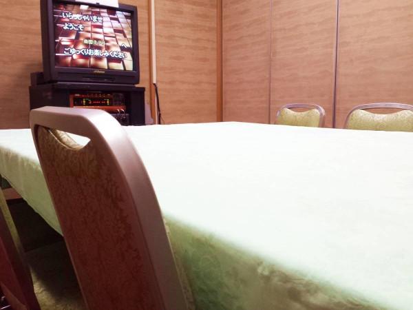カラオケルーム(個室)