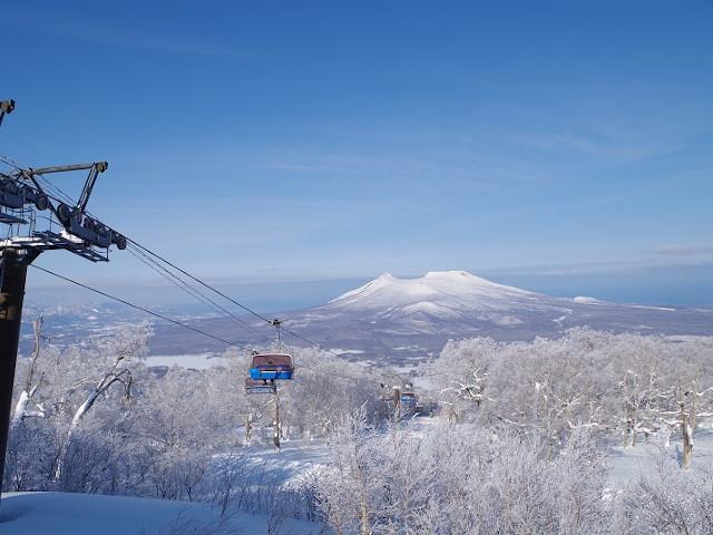 七飯スノーパークから見下ろす名峰「駒ヶ岳」