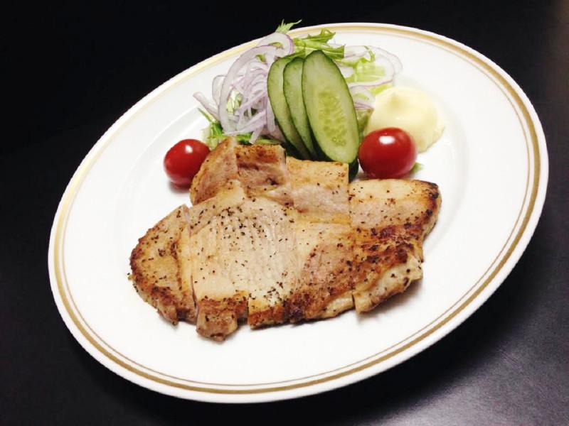 ブランド豚「越後もち豚」のステーキ